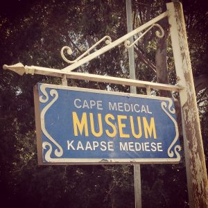 sign for the Cape Medical Museum (Kaapse Mediese)